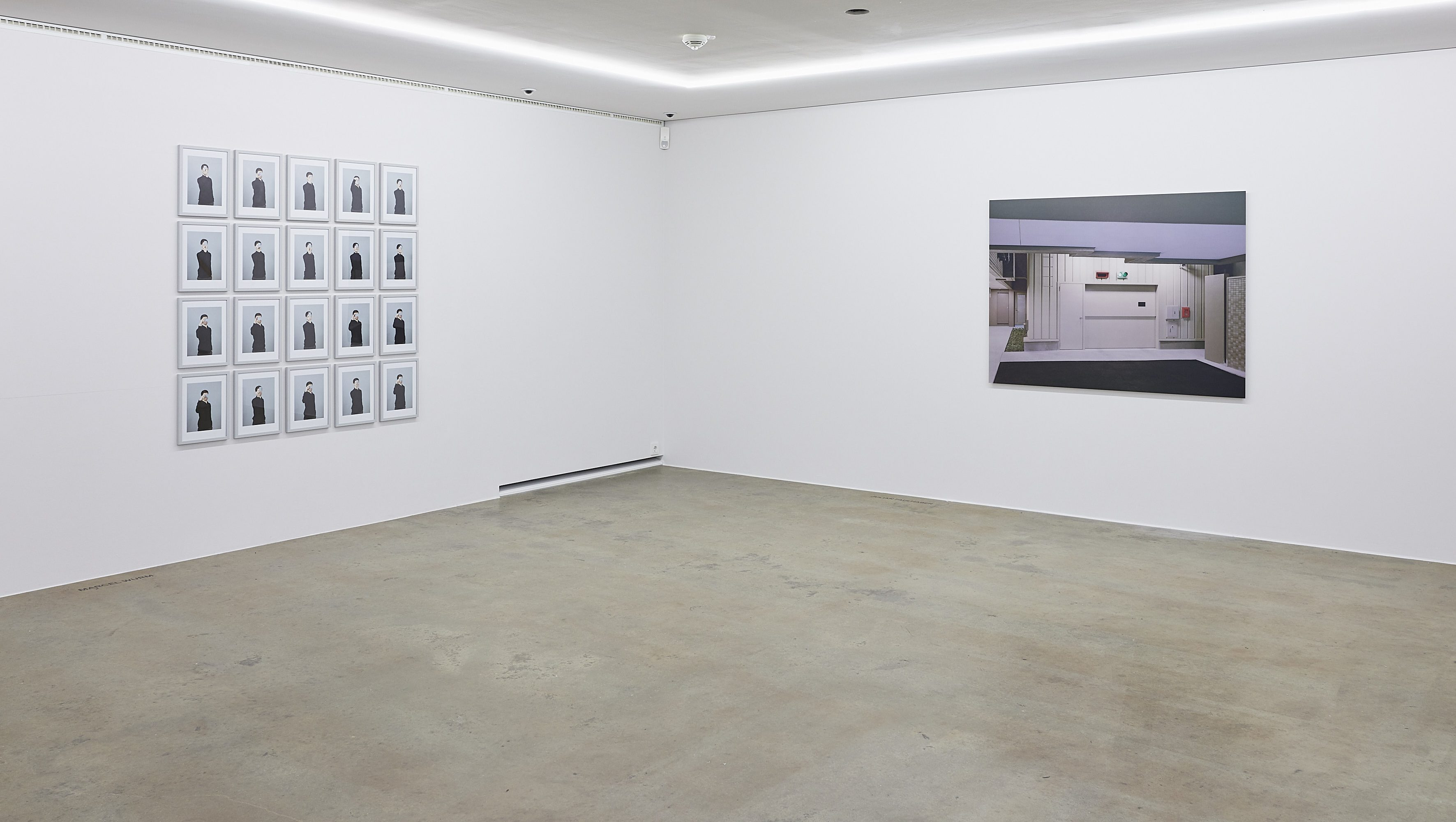 Raumansicht mit Arbeiten von Marcel Wurm und Julian Faulhaber
