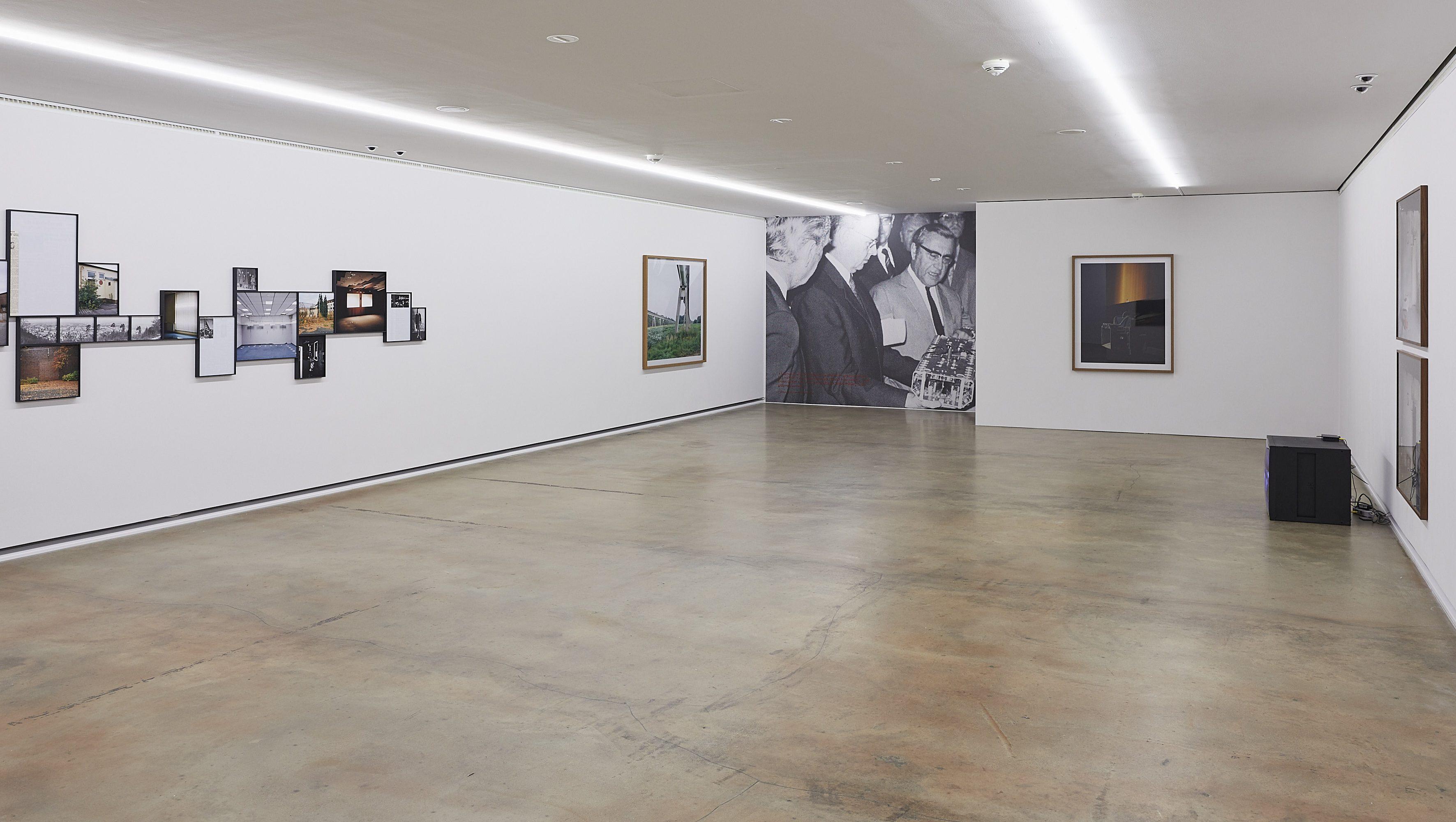 Raumansicht mit Arbeiten von Andreas Till, Jan Ladwig, Malte Wandel