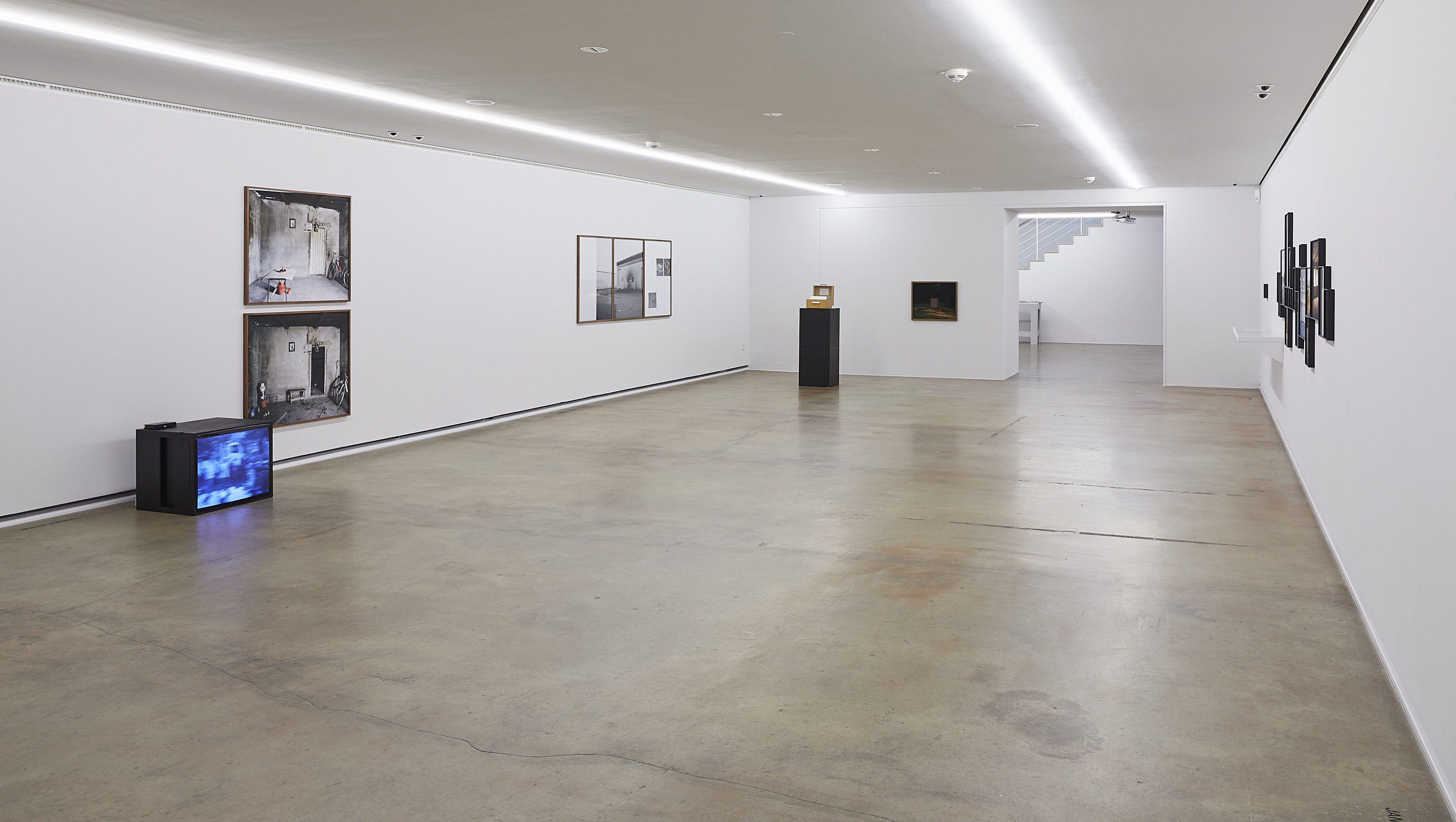 Raumansicht mit Arbeiten von Malte Wandel, Johann Husser und Andreas Till
