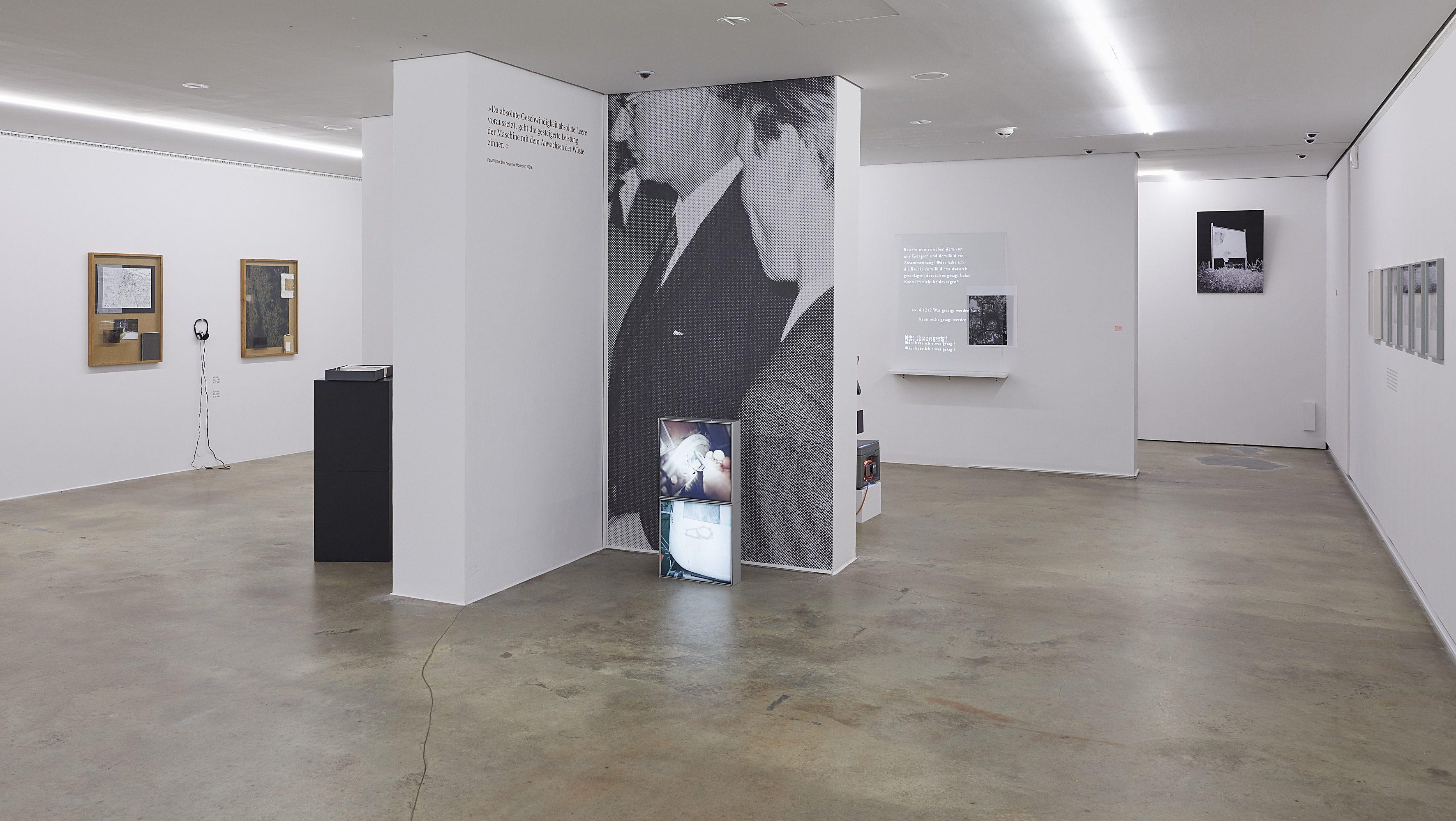 Raumansicht mit Arbeiten von Lucrezia Zanardi, Jan Ladwig und Marc Botschen