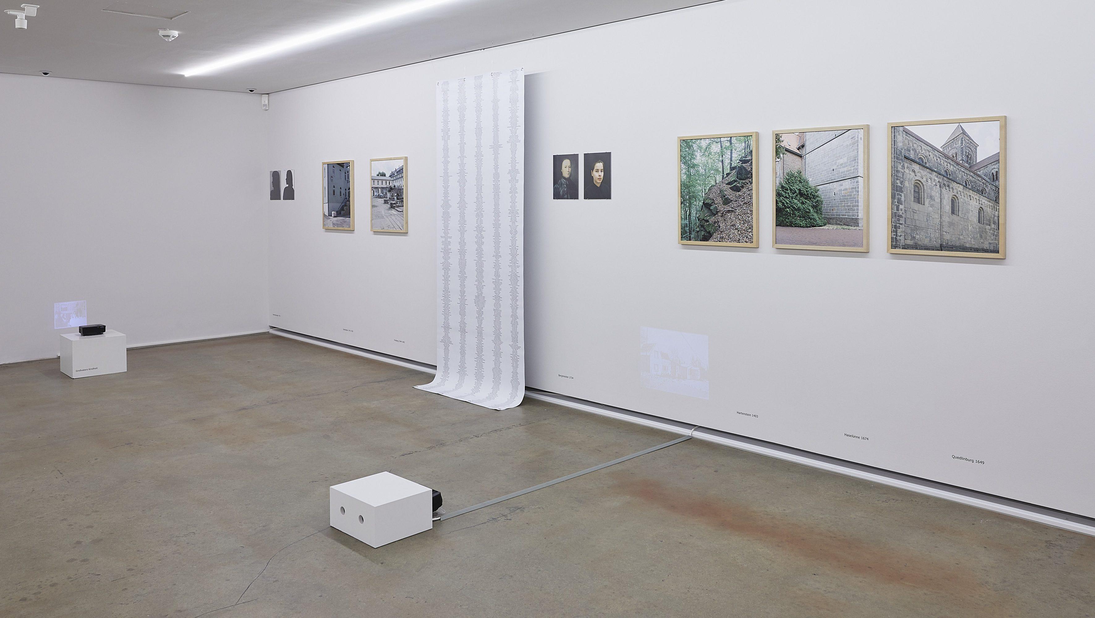Raumansicht mit Arbeit von Anne Braune